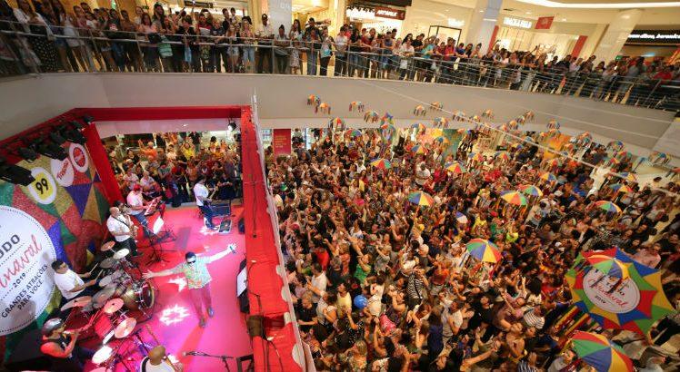 Público lotou o Shopping Recife na abertura do Carnaval do mall